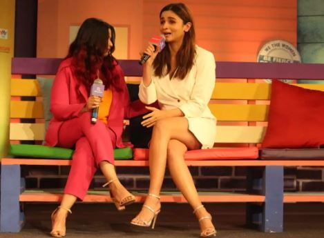Alia Bhatt Sobs Inconsolably, Voices Guilt About Not Understanding Sister Shaheen's Depression