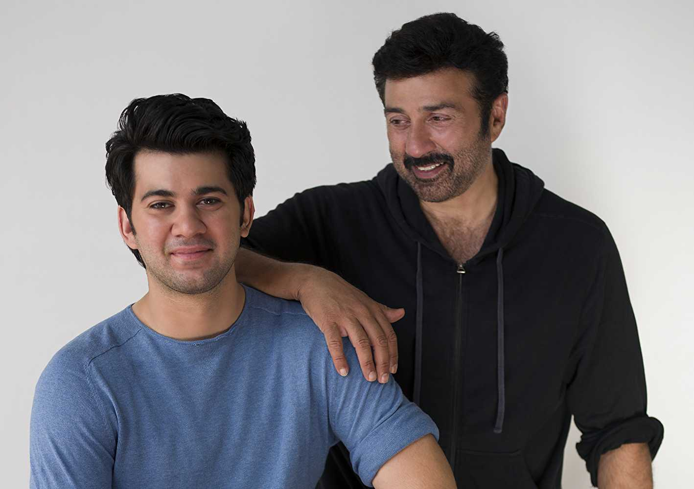 A still of Karan Deol and Sunny Deol from Pal Pal Dil Ke Paas