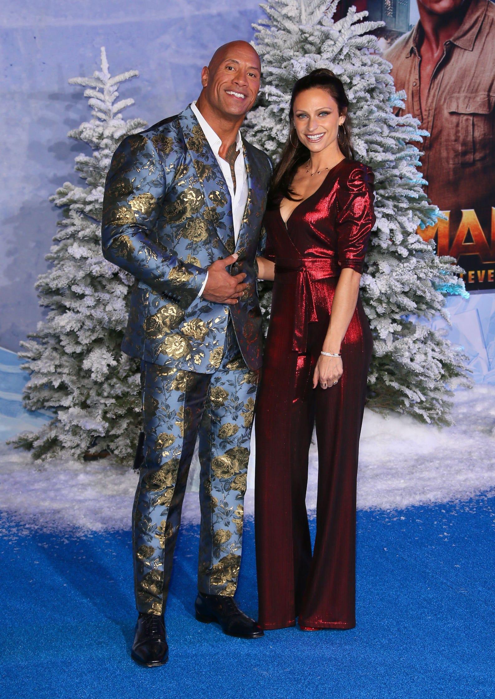 Jumanji The Next Level Dwayne Johnson Poses With Wife