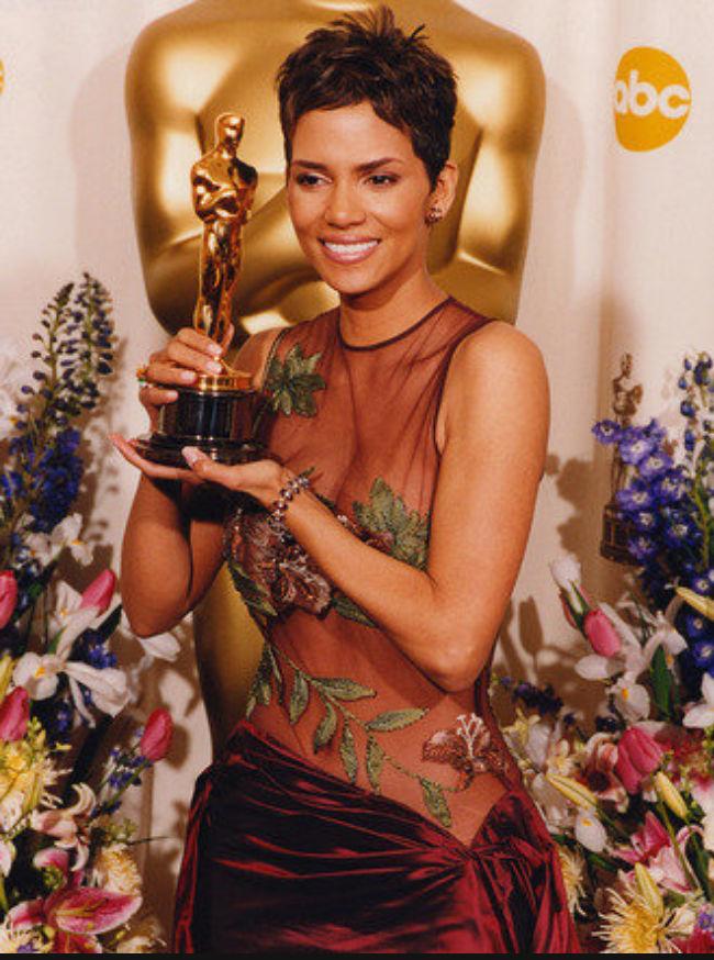 Halle Berry 2002 Oscars