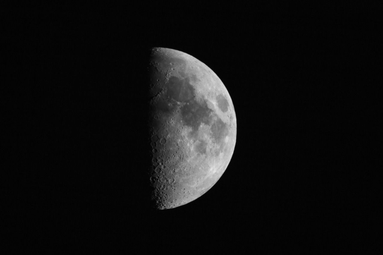 Last quarter moon on September 10 details; What does it look like?
