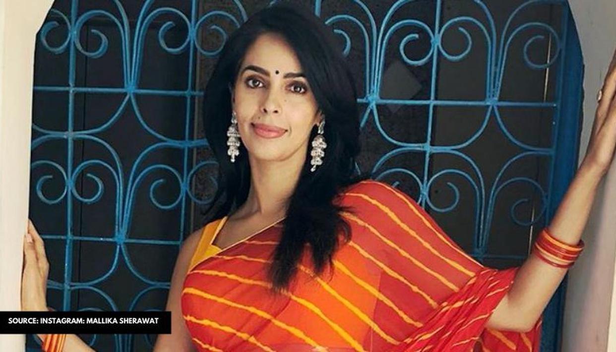 Mallika Sherawat spotted at Marine Drive taking selfies with cops, hails Mumbai Police - Republic World