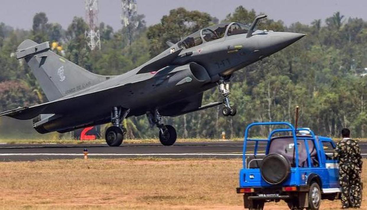 Congress' Randeep Surjewala cries foul over CAG's revelation on Rafale deal, slams Centre - Republic World