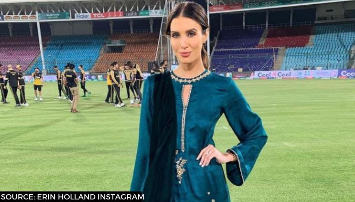 PSL 2021 fan holds placards for Ben Cutting's wife and TV anchor Erin Holland; see picture