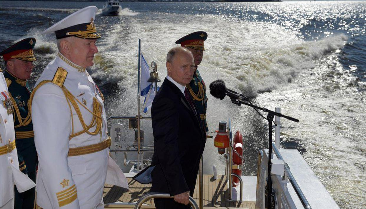 Putin announces hypersonic weapons, state-of-the-art digital technologies for Russian navy - Republic World