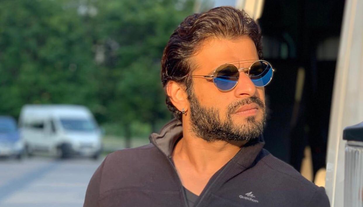 Karan Patel's Twitter account gets hacked; actor takes to Instagram to notify fans - Republic World
