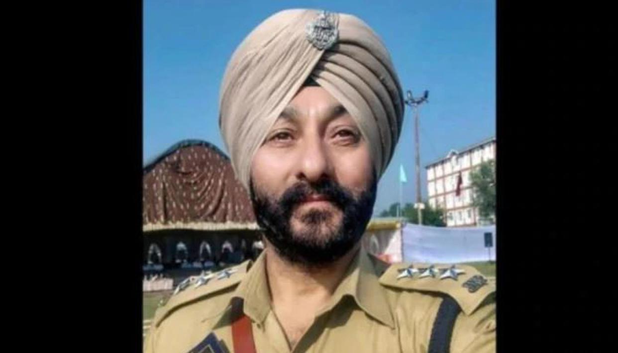 Suspended DySP had taken terrorists to Jammu last year also for 'rest, recuperation': Interrogators - Republic World