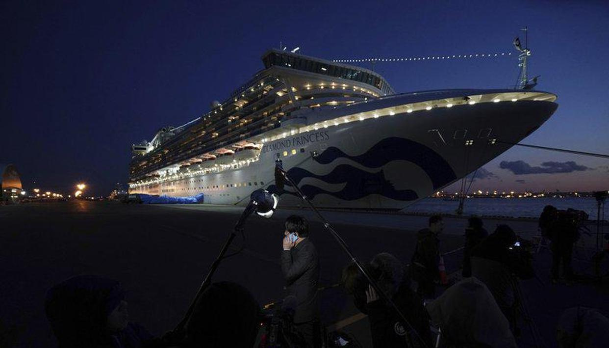 Last crew leave contaminated cruise ship