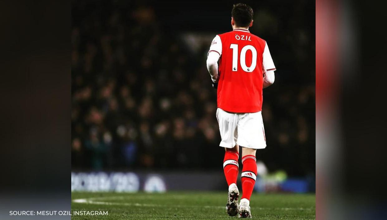 Mesut Ozil slams Arsenal after being axed from Premier League squad, fans show sympathy - Republic World