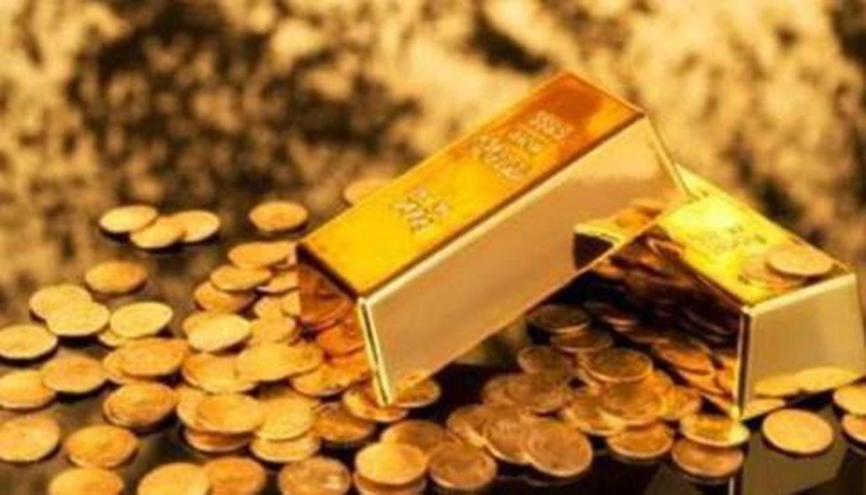 Gold prices fall marginally to Rs 42613 per 10 gram in Mumbai