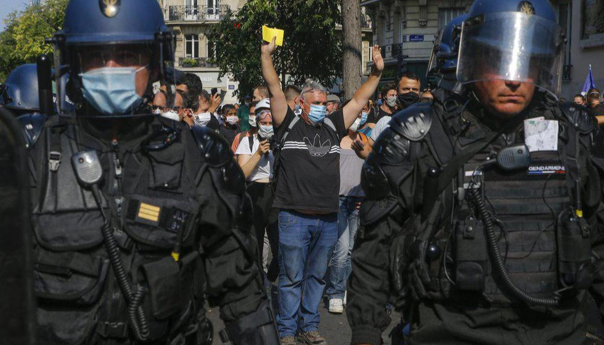 France: Police fire tear gas as 'Yellow Vest' protesters take to streets in Paris - Republic World