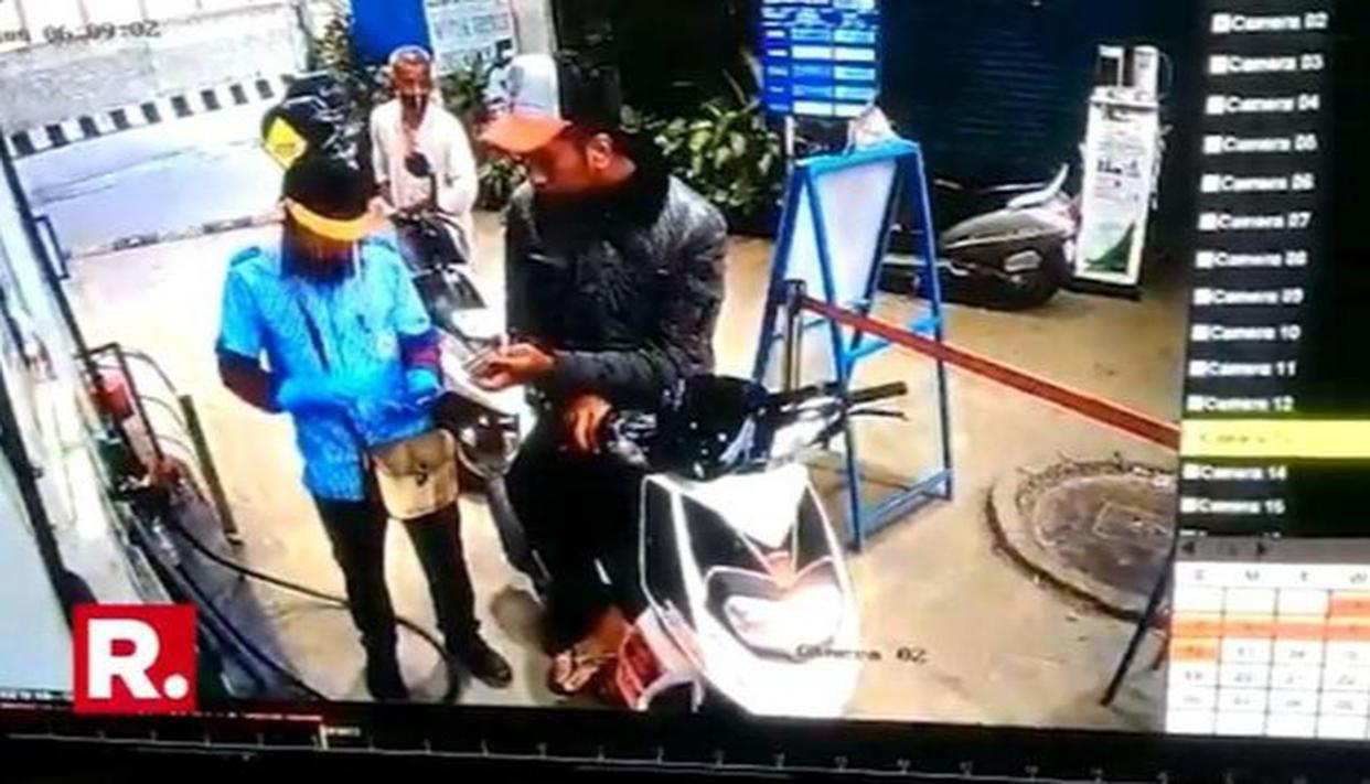 WATCH: Bengaluru petrol thief scoots after 'fake' payment on pump - Republic World