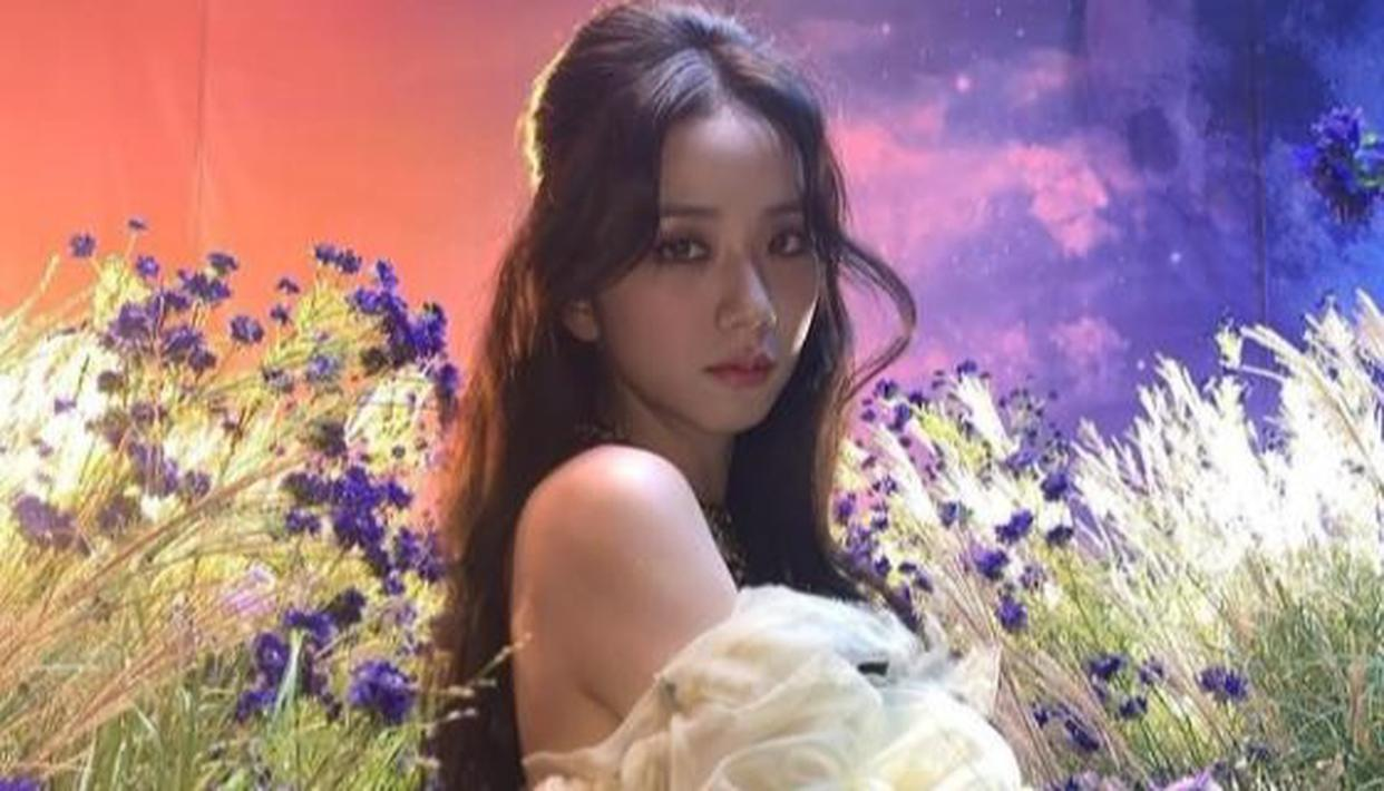 Blackpink's Jisoo graces covers of 5 popular fashion magazines, fans cannot stop gushing