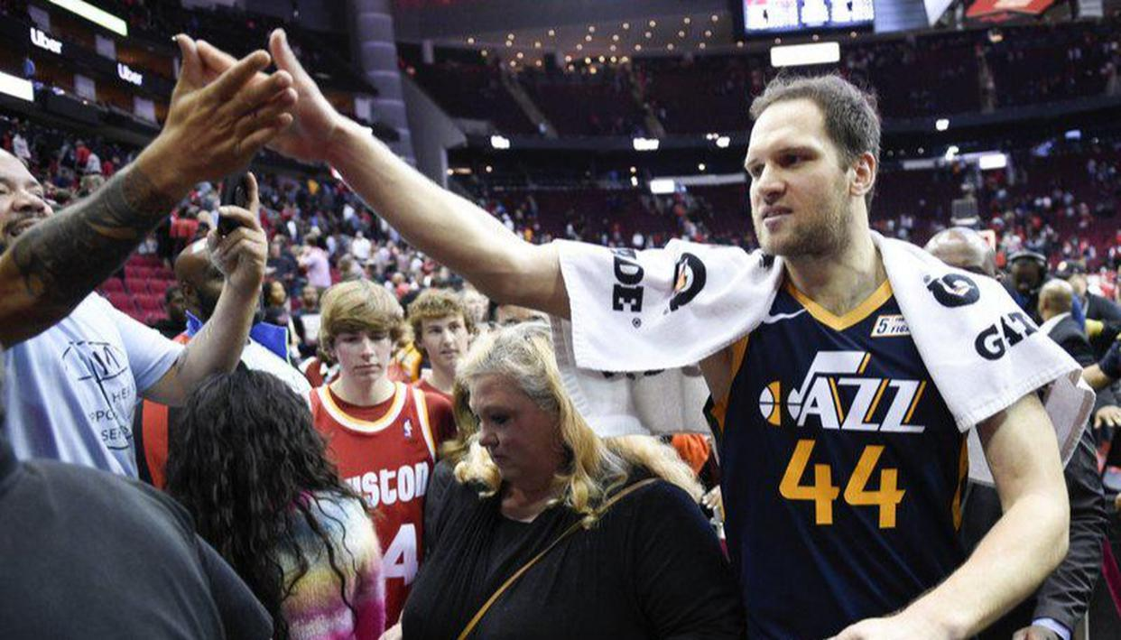 National Basketball Association amid coronavirus: No high-fives with fans, only fist-bumps