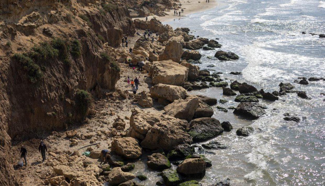 Oil spill stains Israeli shoreline; investigations underway ile ilgili görsel sonucu