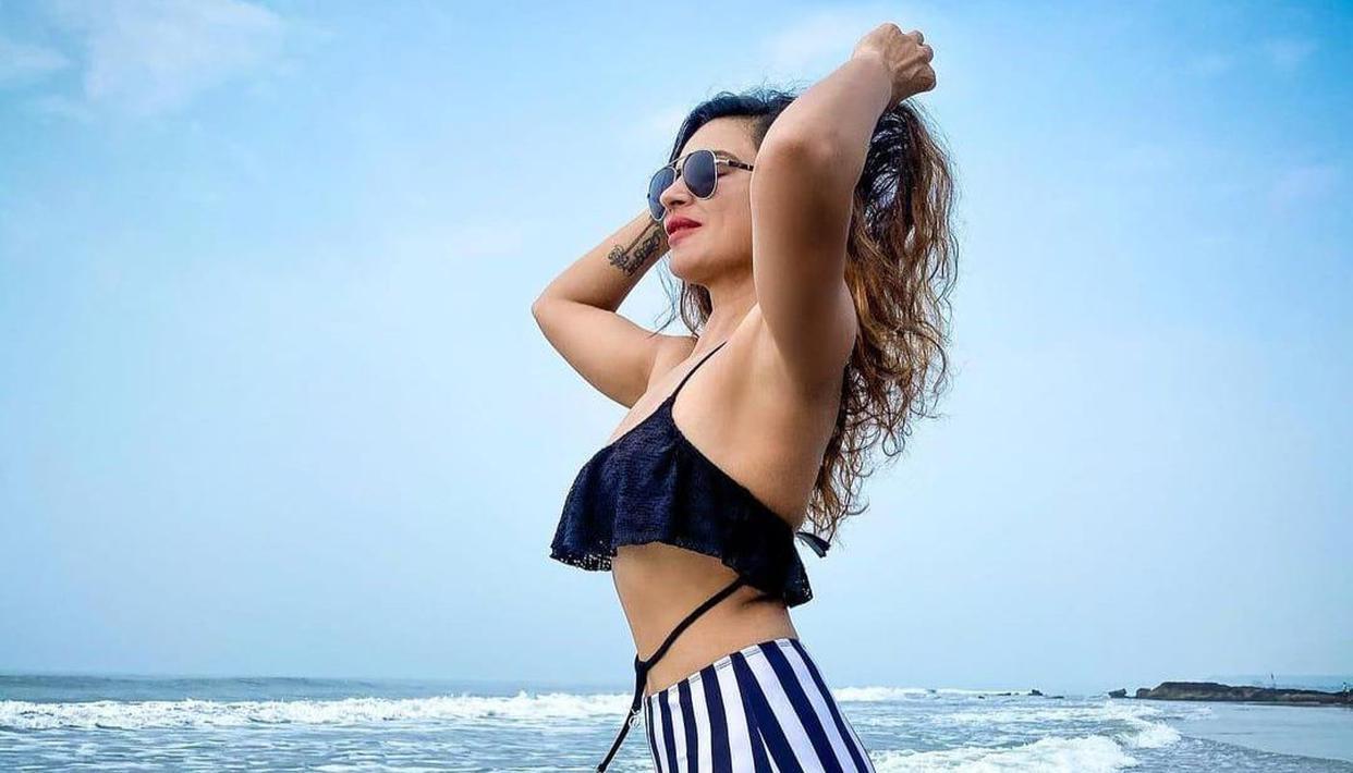 Aashka Goradia stuns in black bikini as she poses near 'Saagar Kinara'; See pic