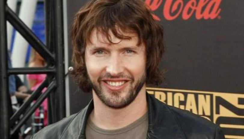 James Blunt's 'favour' amid celeb mini-concerts during COVID-19 lockdown is hilarious